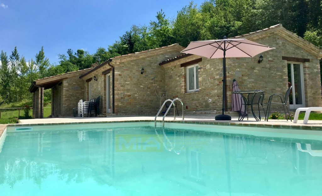 house with pool le marche Italy