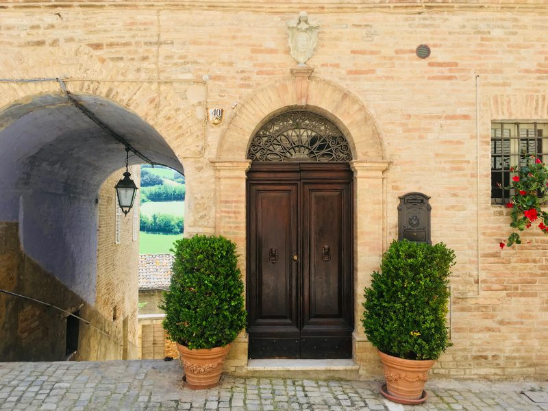 costs of buying house in italy